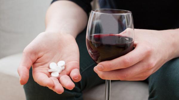 Изображение - Вино снижает давление или повышает vino-antibiotiki-1024x576